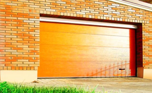 Секционные гаражные ворота DoorHan RSD02 шириной 2,8 м и высотой 2,2 м