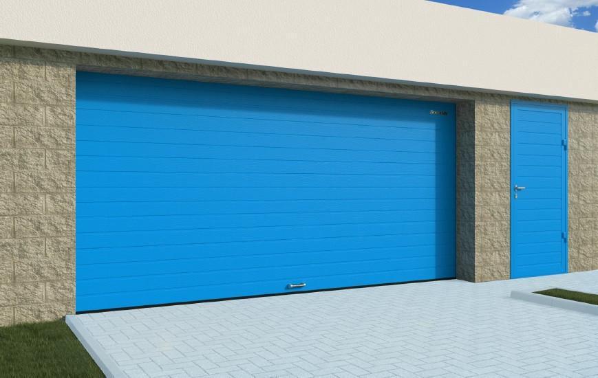 Секционные гаражные ворота DoorHan RSD01 шириной 2,7 м и высотой 2,2 м