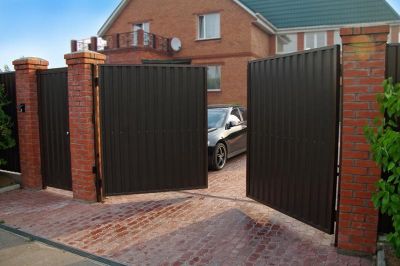 Распашные ворота шириной 3,5 м и высотой 2 м
